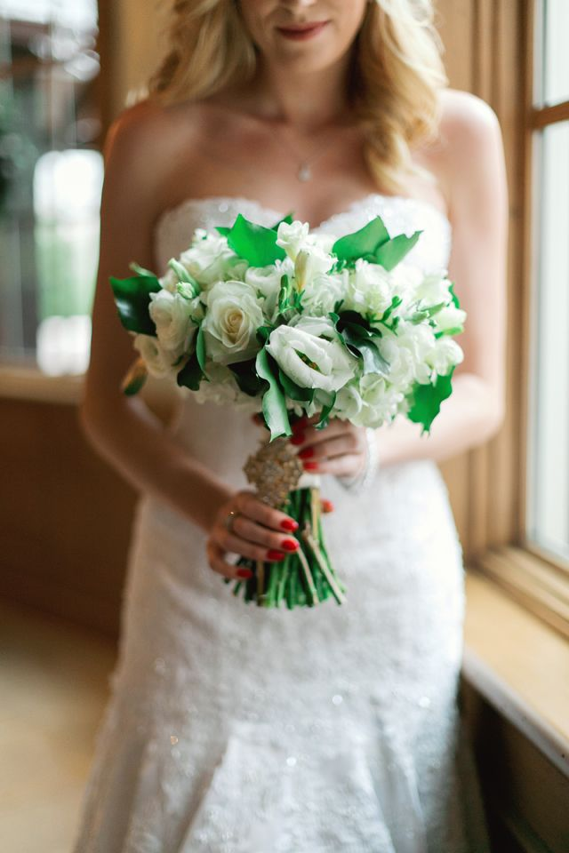 Tulsa Oklahoma wedding by aubrey marie photography, bouquet shot, green and white classic wedding bouquet