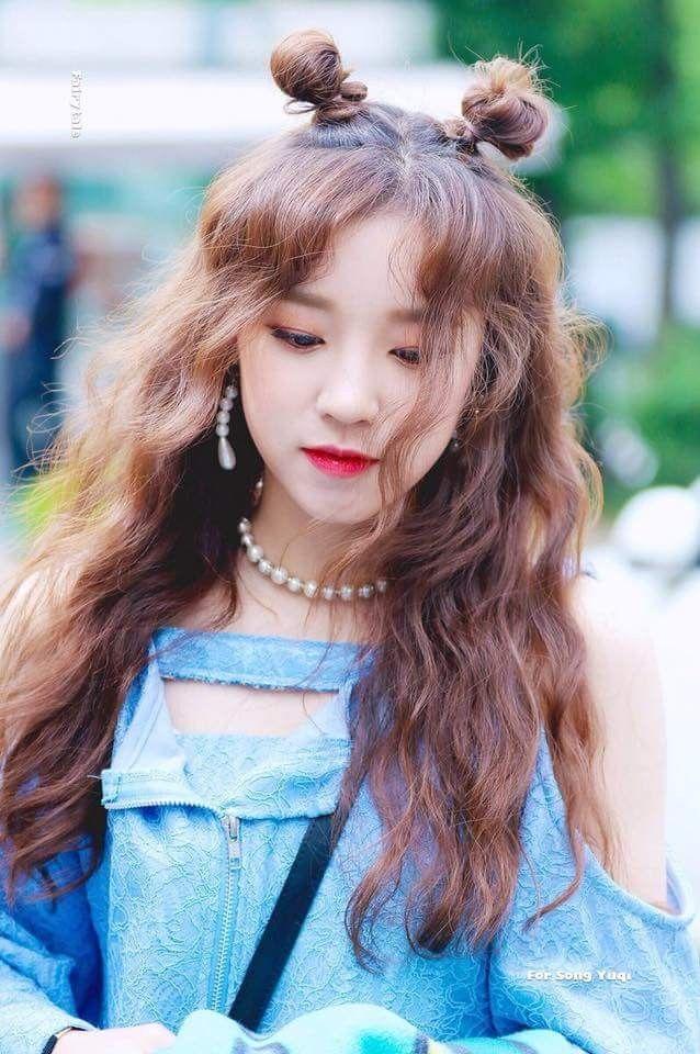 Pin de Xiomara en YuQi_((여자)아이들)   Peinados coreanos ...