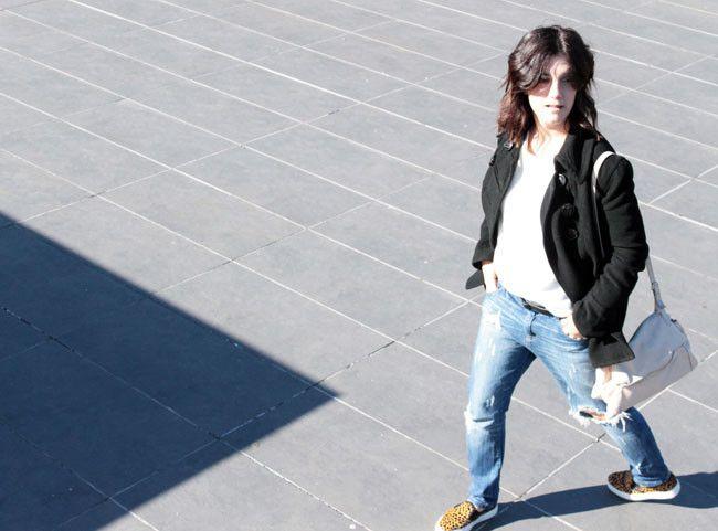 I love grunge style. Look jersey Zara AW14 y slip on animal print Mango AW14. Abrigo y bolso de Zara de otras temporadas. Ripped Jeans de Stradivarius, también de otra temporada.