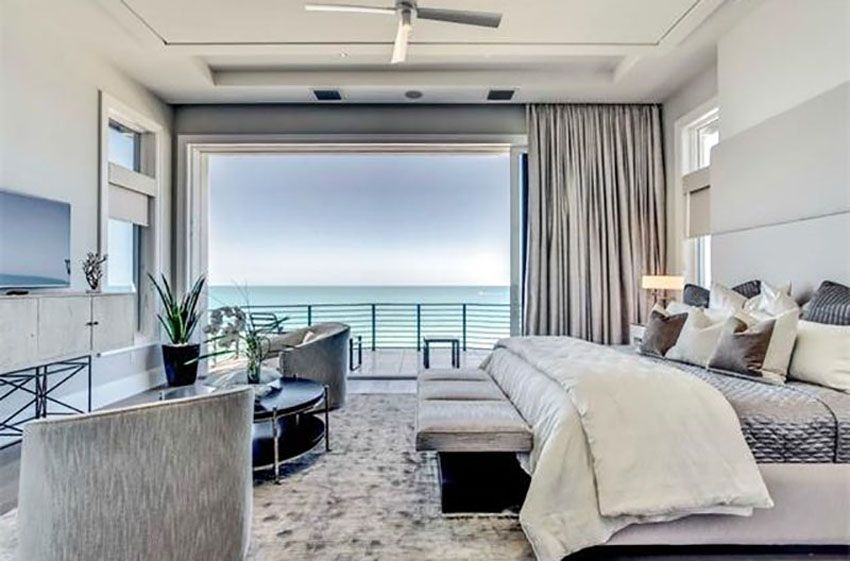 Contemporary Bedroom With Ocean Views And Large Sliding Door To Outside Balcony Contemporary Bedroom Decor Modern Master Bedroom Contemporary House