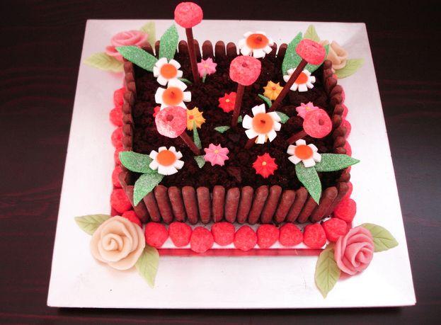 Jardini re de bonbons g teau d 39 anniversaire pinterest jardini res bonbon et anniversaires - Deco anniversaire petite fille ...