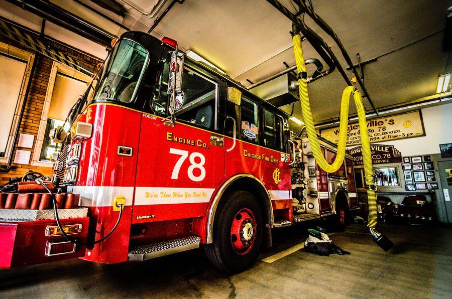 Chicago Fire Truck In Wrigleyville Chicago Fire Fire Trucks Chicago Fire Department
