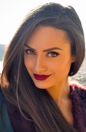 Love dark lips with her dark hair