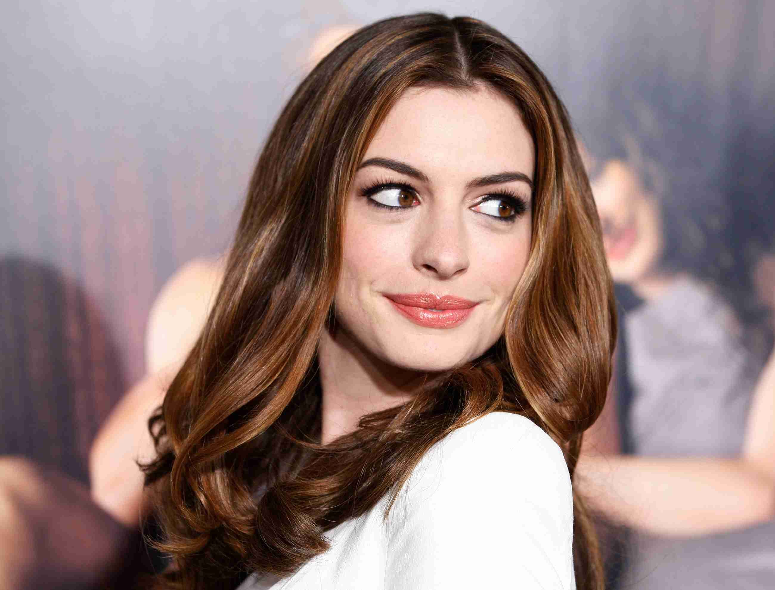 Anne Hathaway Hd Wallpaper From Gallsourcecom Celebrity