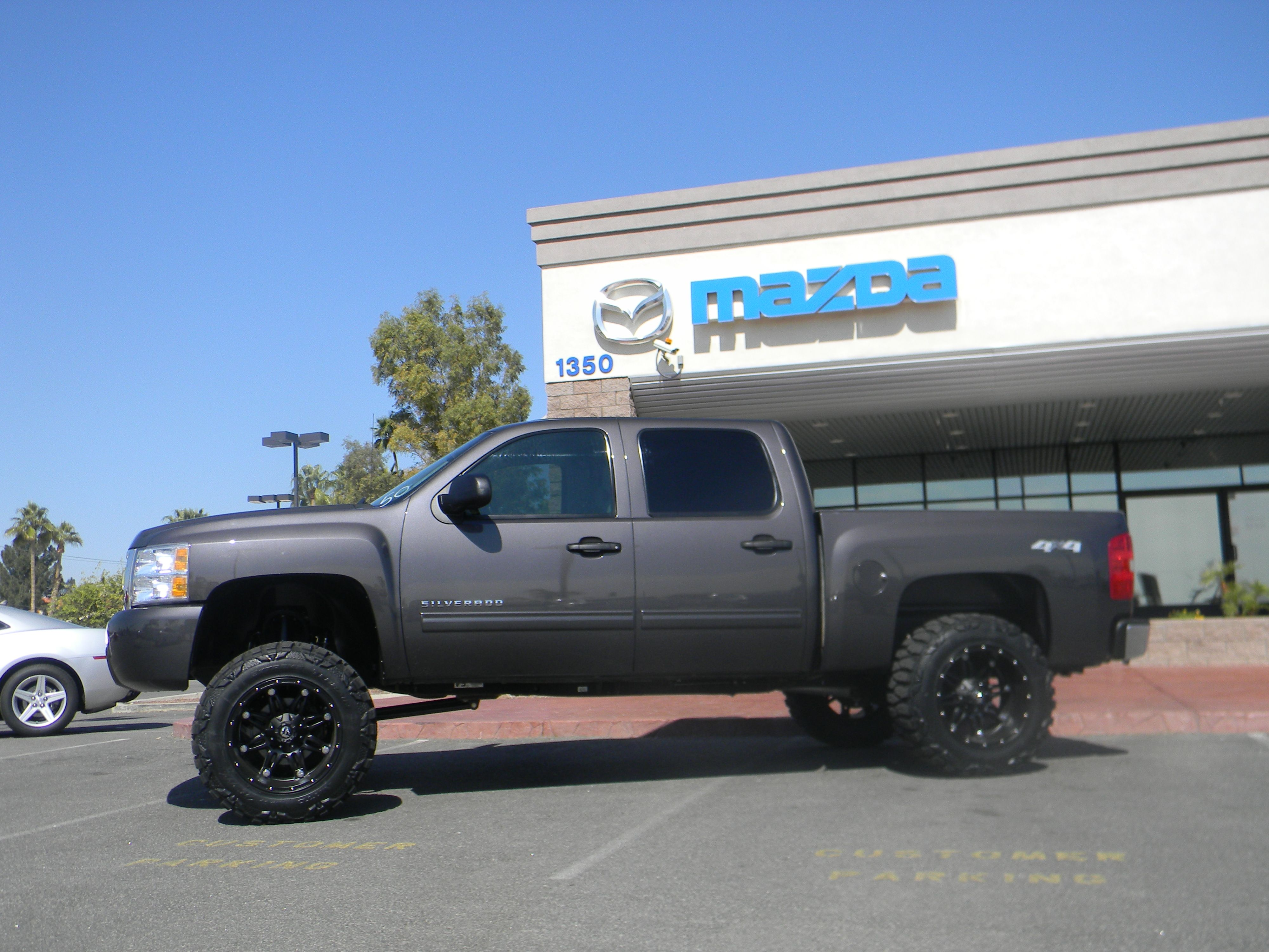 2010 lifted chevy truck nice tires and rims