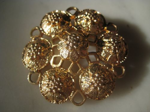 Sarah Coventry Fashion Rite Gold Tone Pin