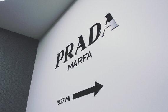 PRADA MARFA pared decoración moda acrílico etiqueta pared instalación kit de Gossip Girl 60 cm x 35 cm (123,8 x 23.6 pulgadas) $34 80 x 46 cm (31.5