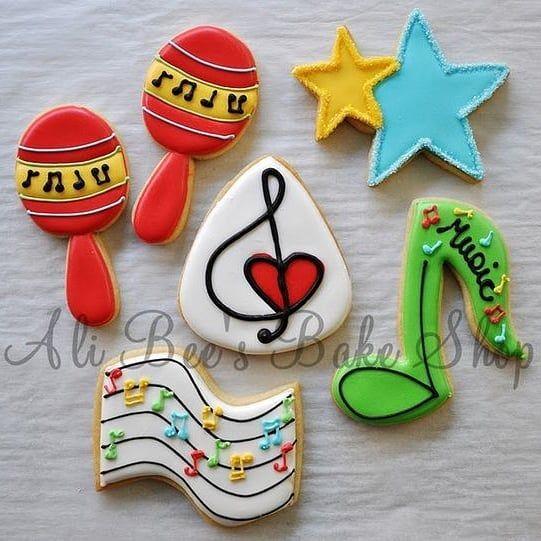 Ideias de biscoitos. / Biscuits ideas.  #biscoito #biscuit #cookies #comida #food #musica #music #decoração #decoration #decor #reciclagem #recycling #dica #tip #trick #feitoamao #handmade #artesanato #handcraft #craft #doityourself #facavocemesmo #diycrafts #passoapasso #diyproject #diy #tipzki