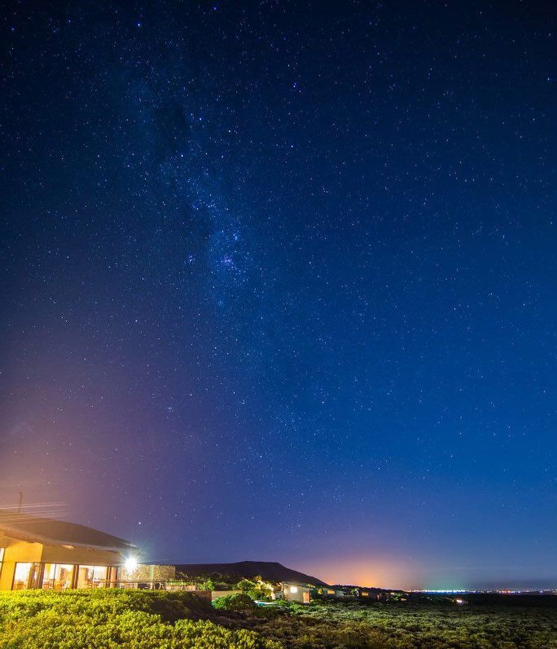 Shared by ohshootmenow #astrophotography #contratahotel (o) http://ift.tt/1VWOF2q of happy times gone by... #tbt #travellingbackintime #honeymoon #southafrica #grootbos #grootbosnaturereserve #nightphotography #night  #stars #landscape