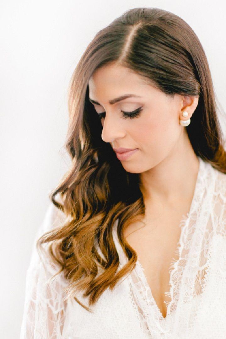 Beautiful bridal makeup and nature bridal hair | itakeyou.co.uk #wedding #bridemakeup #bridehairstyle #elegantwedding #white #goldwedding #fairytalewedding