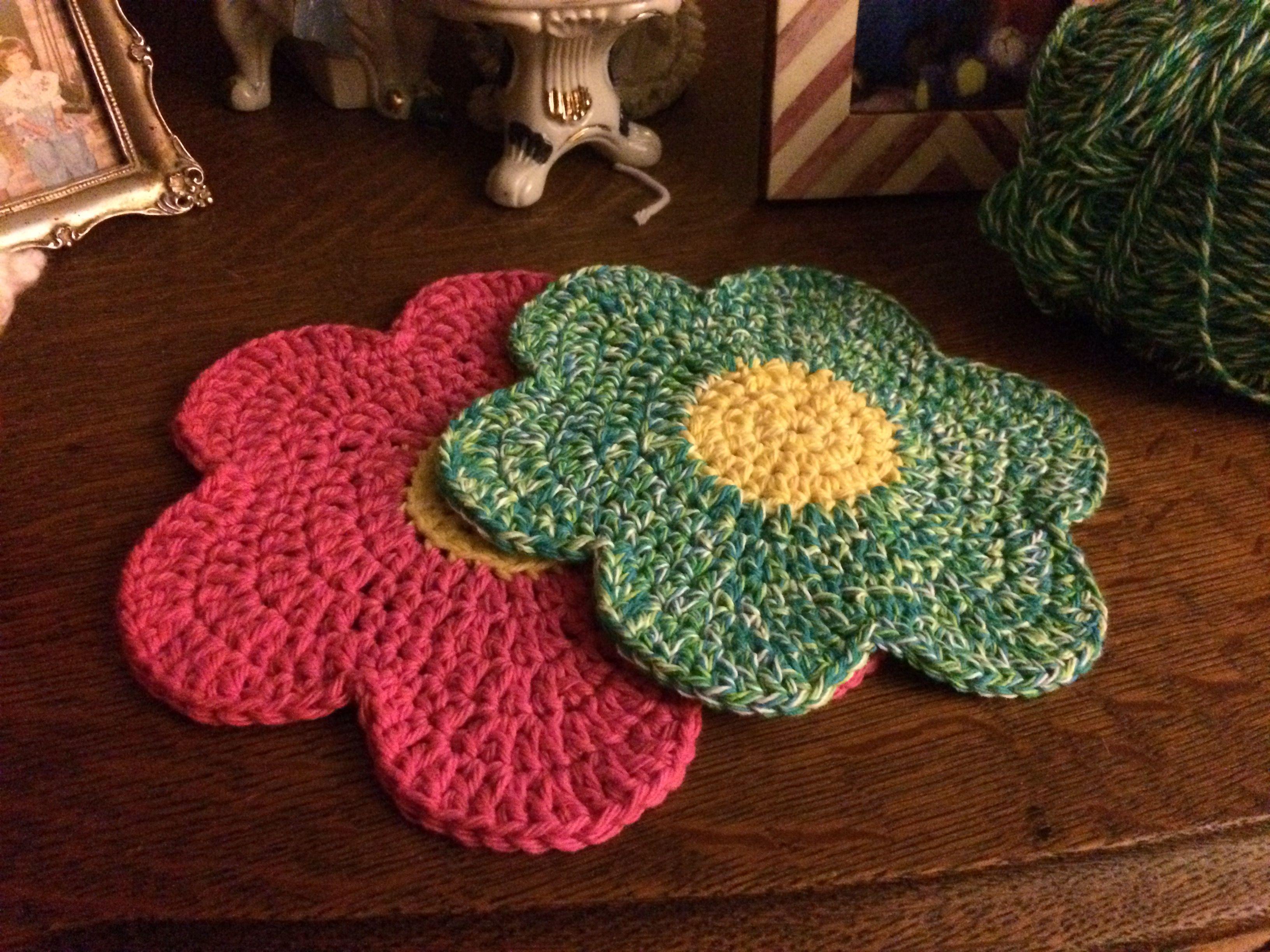 Crochet flower dishcloth $5 or 2 for $9.00 at Kimsittybittylife on etsy