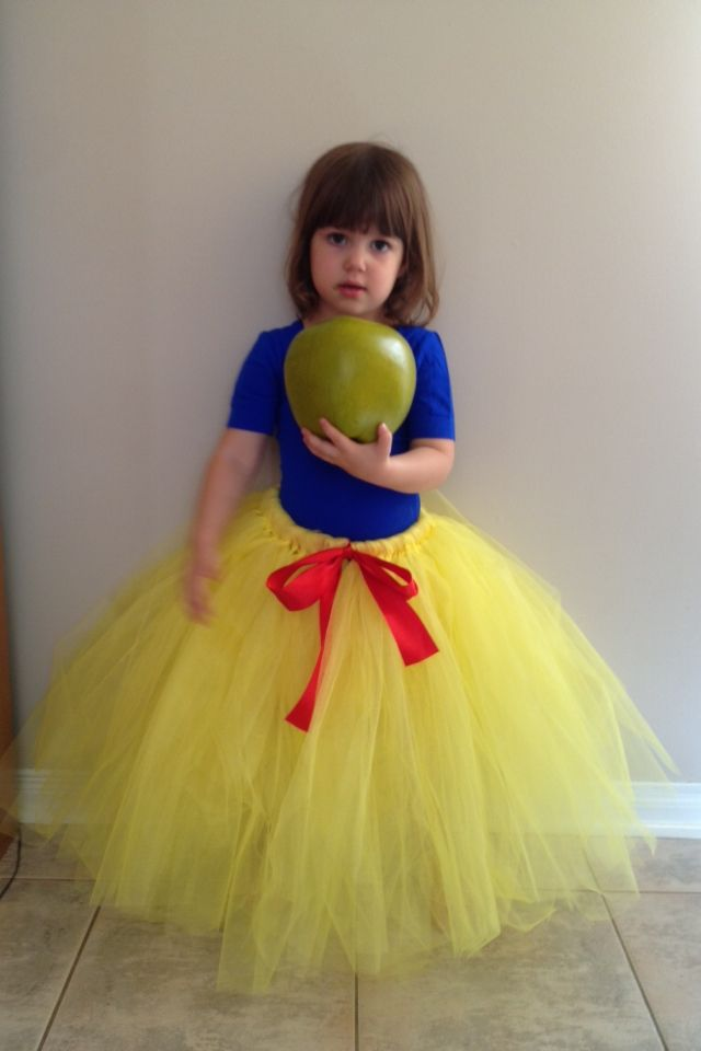 Snow White costume. Custom made Www.facebook.com/LilybellyDesigns