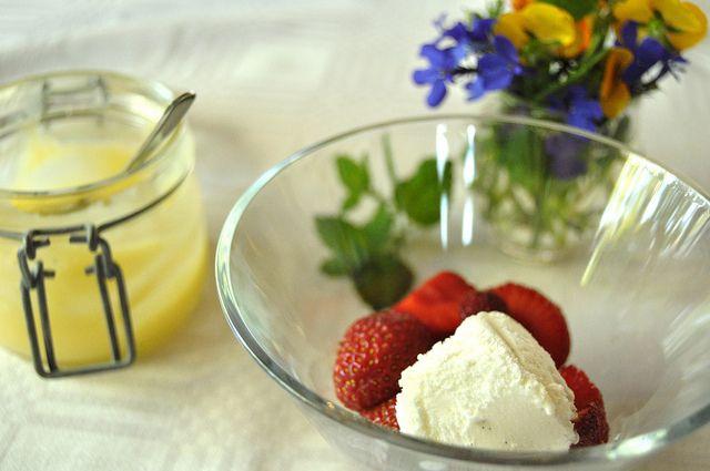 lemoncurd, strawberries and icecream
