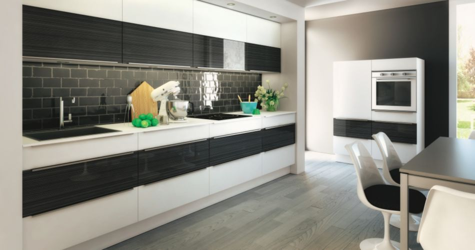 une cuisine en noir et blanc cuisine inspira chez but la cuisine pinterest cuisine. Black Bedroom Furniture Sets. Home Design Ideas