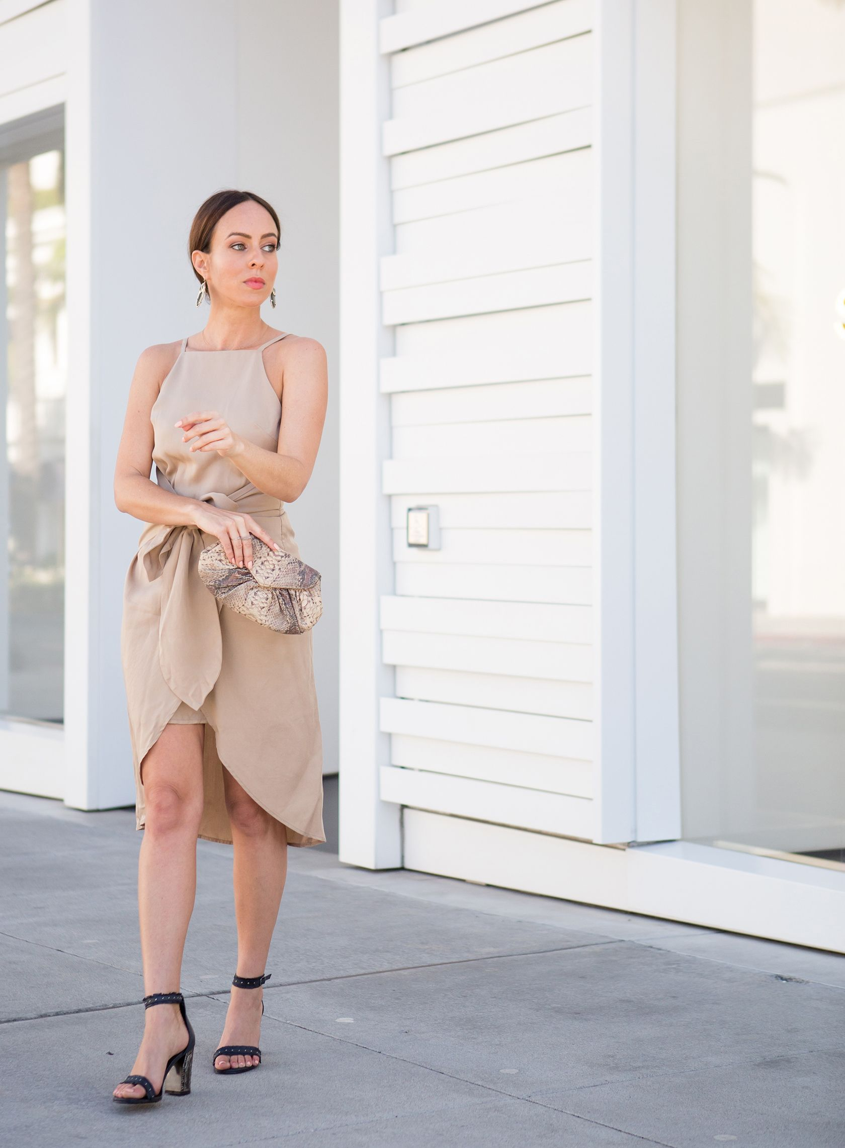 c08ab64eb6024 Sydne Style shows how to wear the khaki trend with sophisticated outfit  ideas