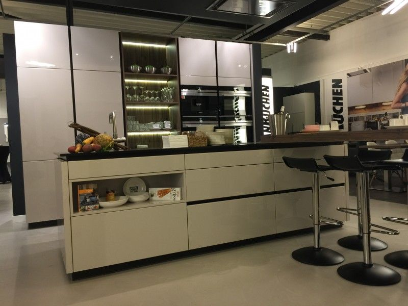 Dan k chen keukenopstelling portals werkplek kantoor bureau pinterest bureaus - Kleine keukenkap ...