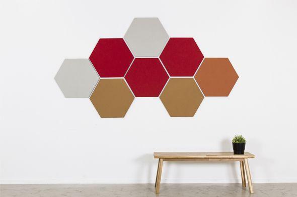 Een prikbord als wand decoratie op kantoor in een directiekamer of