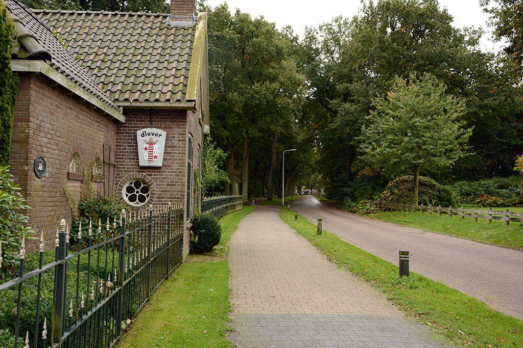 Garage Boer Diever : Voormalig tolhuis aan de bosweg te diever zicht richting centrum