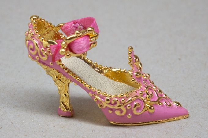 5cacde61ac278 french 17th shoes | Rococo shoe fit for a princess | 17th century ...