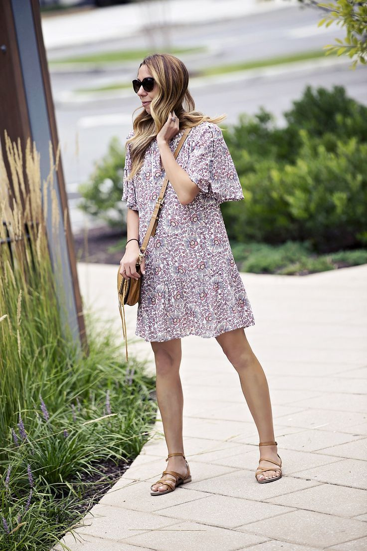 4401acf501c244 the motherchic wearing floral shift dress from loft