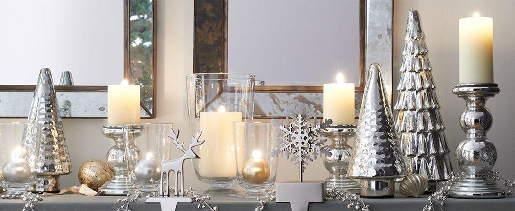 Mantel de Navidad con velas, árboles y los titulares de la media