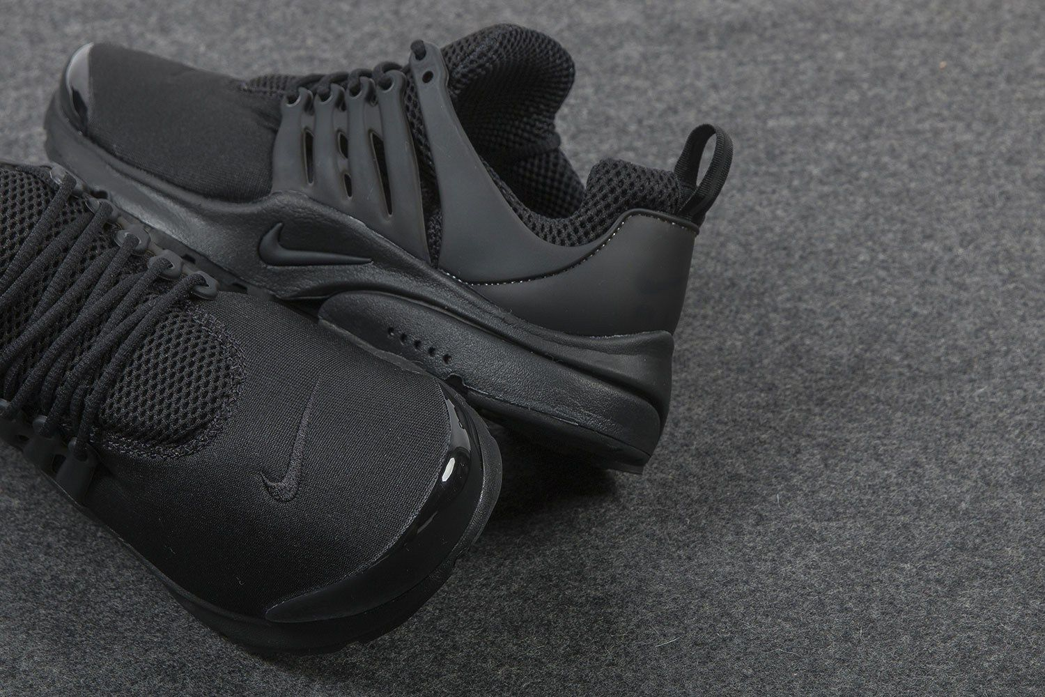 A Closer Look At The Nike Air Presto Triple Black With Images Pink Nike Shoes Sneakers Men Trending Shoes