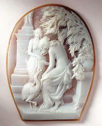 """""""L'Amore immortale""""Cammeo inciso su conchiglia sardonica nei laboratori Ascione, 1925, Napoli, Museo del Corallo"""