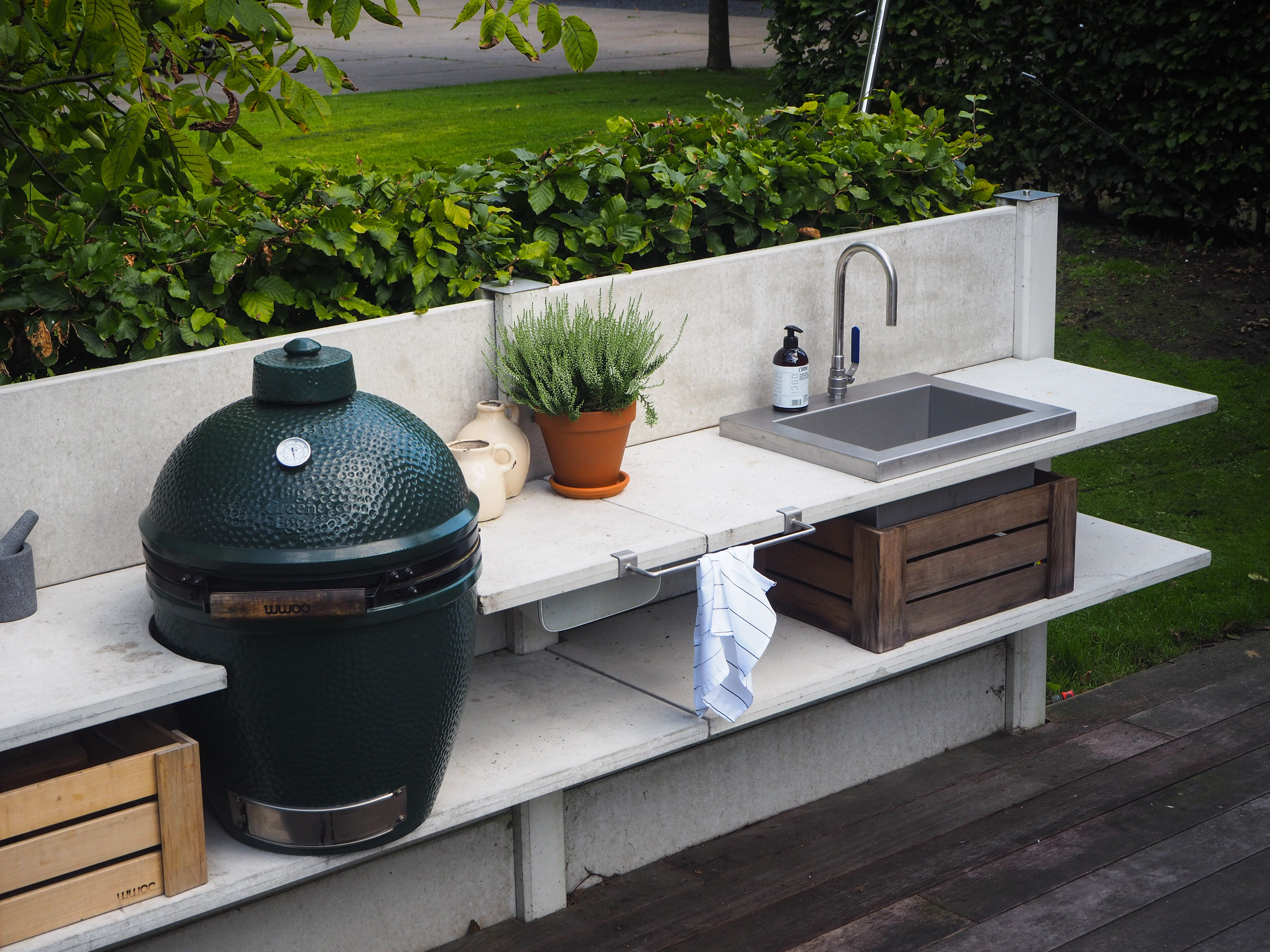 wwoo outdoor kitchen light grey with the big green egg