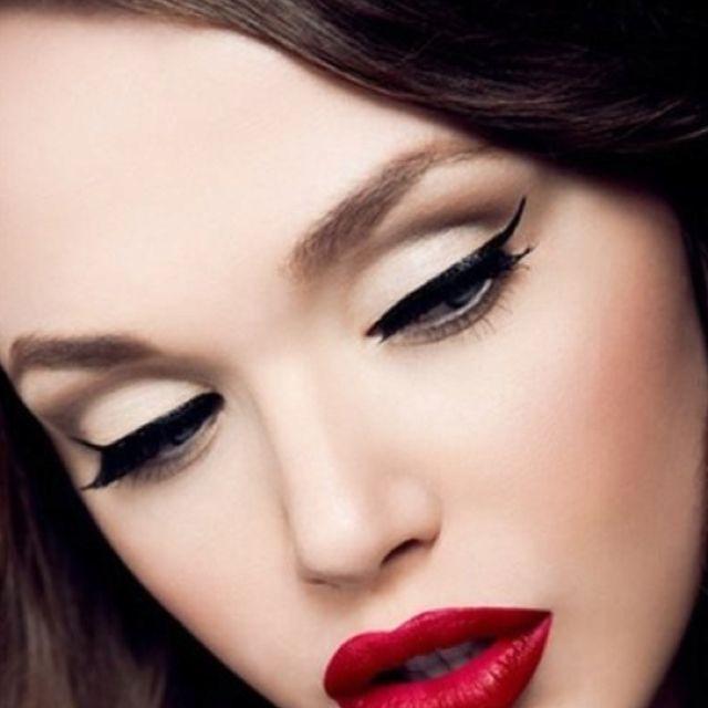 Classic Pin Up Makeup Tutorial | Carly Humbert - YouTube