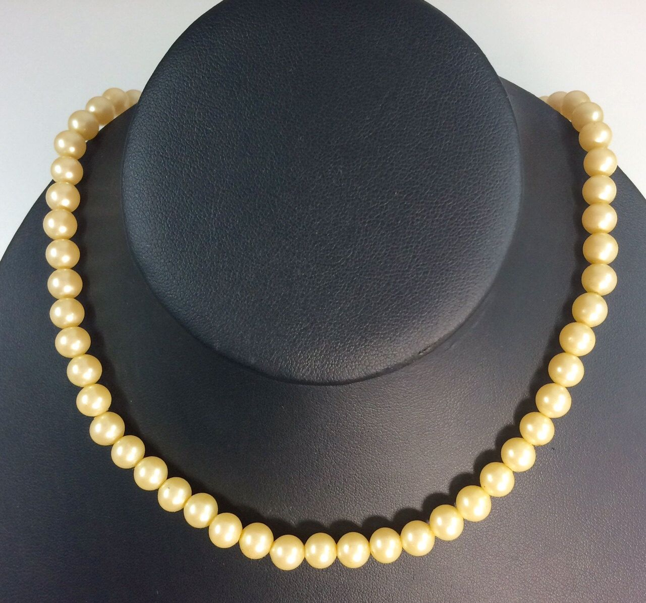"""Vintage Single Strand Faux Pearls 16"""" Necklace Japan Classic by 88AsianAntiques on Etsy"""