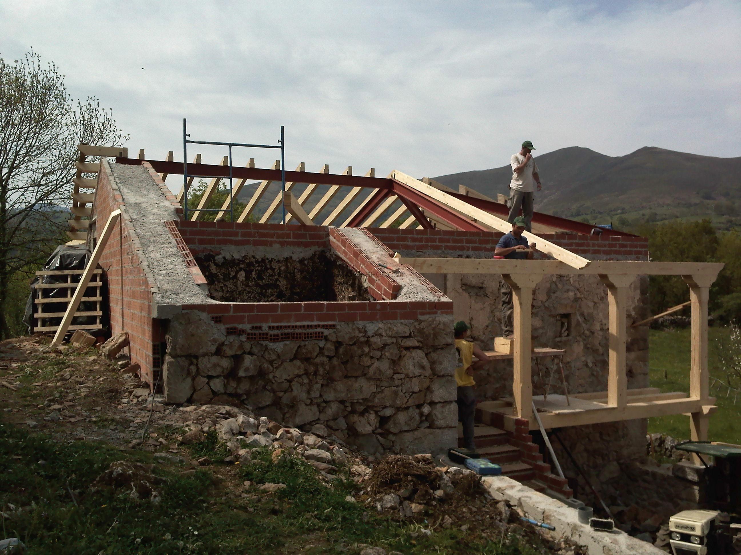 rehabilitacion completa cuadra pajar en Grado: Construcción de la ...