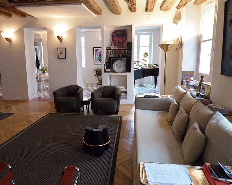 Location Meublee Comme Une Maison De Campagne A Paris Entre La Rue Du Bac Et L Eglis Decoration Maison Renovation Maison Location Appartement Paris
