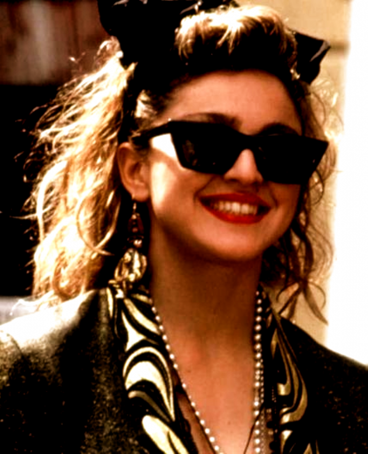 Madonna In Desperately Seeking Susan Everyone In This Movie Is Desperately Seeking Susan And Susan S Smartly Accessorized W 80th Hairstyle 80s Hair Hair Waves