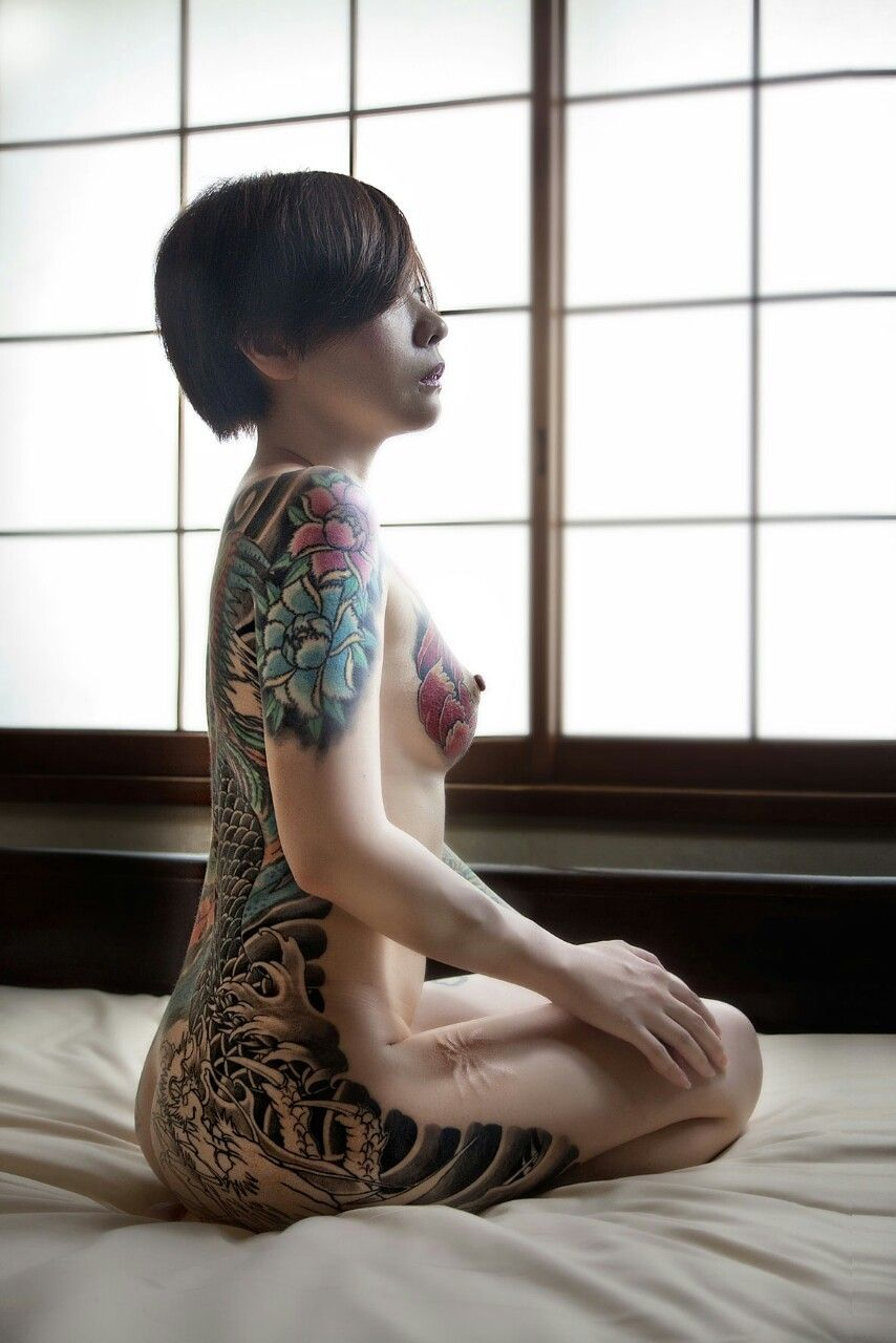 Naked japan tattooed girl 4