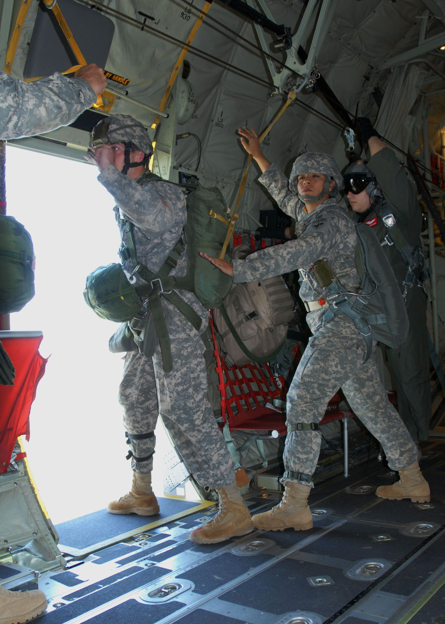 Jumper In The Door Jumpmaster S Countdown Is Going Way Too Fast Airborne Ranger Us Army Rangers Army Rangers