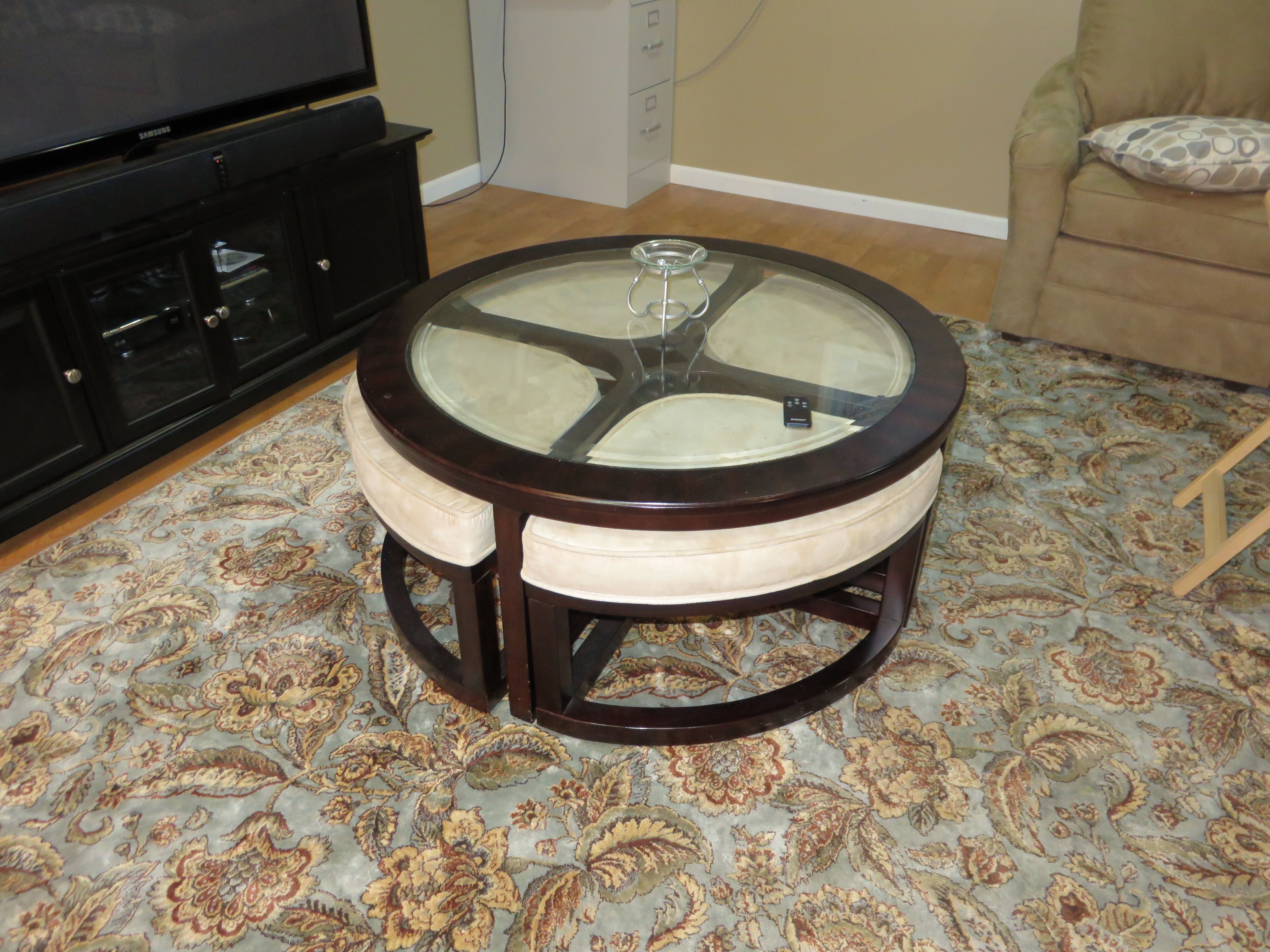 Round Glass Top Coffee Table W 4 Stools That Tuck Underneath Perfect For Kids To Sit And Play Or For Extra Seating In Small Place Stol Stul [ 3456 x 4608 Pixel ]