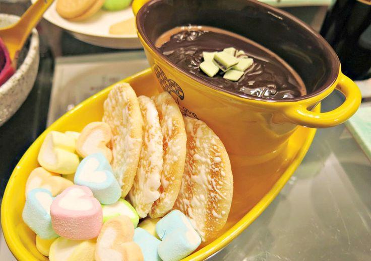 Creamy Caramel Chocolate Fondue   - Indian Desserts and Sweets    #Caramel #Chocolate #creamy #Desserts #Fondue #Indian #Sweets #chocolatefonduerecipes