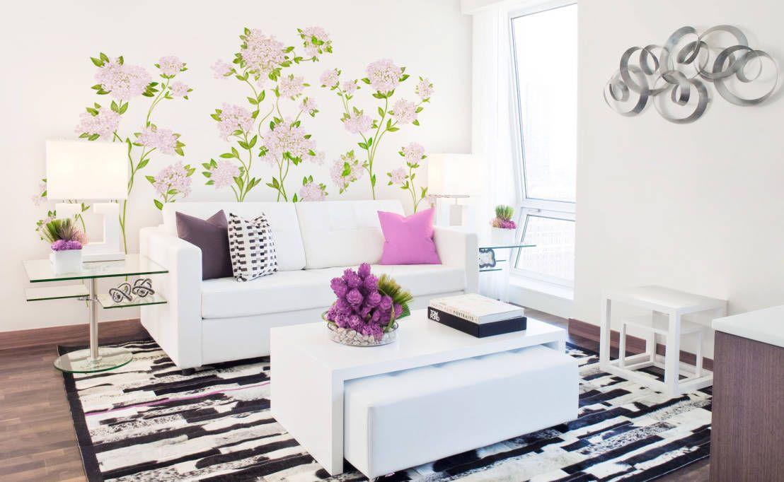 Sala de estar romântica e floral.   https://www.homify.com.br/livros_de_ideias/41915/10-salas-lindas-para-sonhar