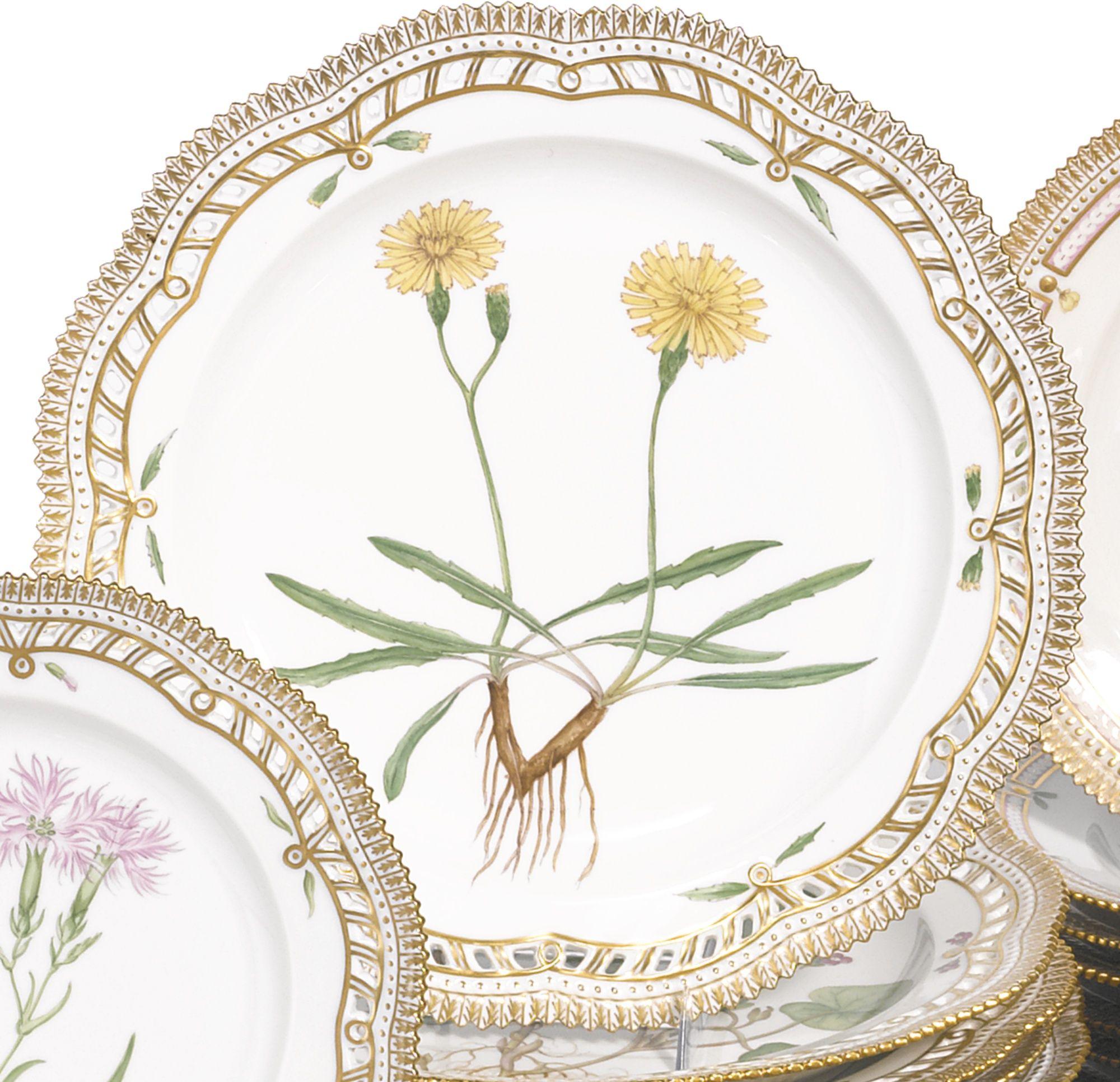 A SET OF FOURTEEN ROYAL COPENHAGEN 'FLORA DANICA' RETICULATED LARGE DINNER PLATES MODERN