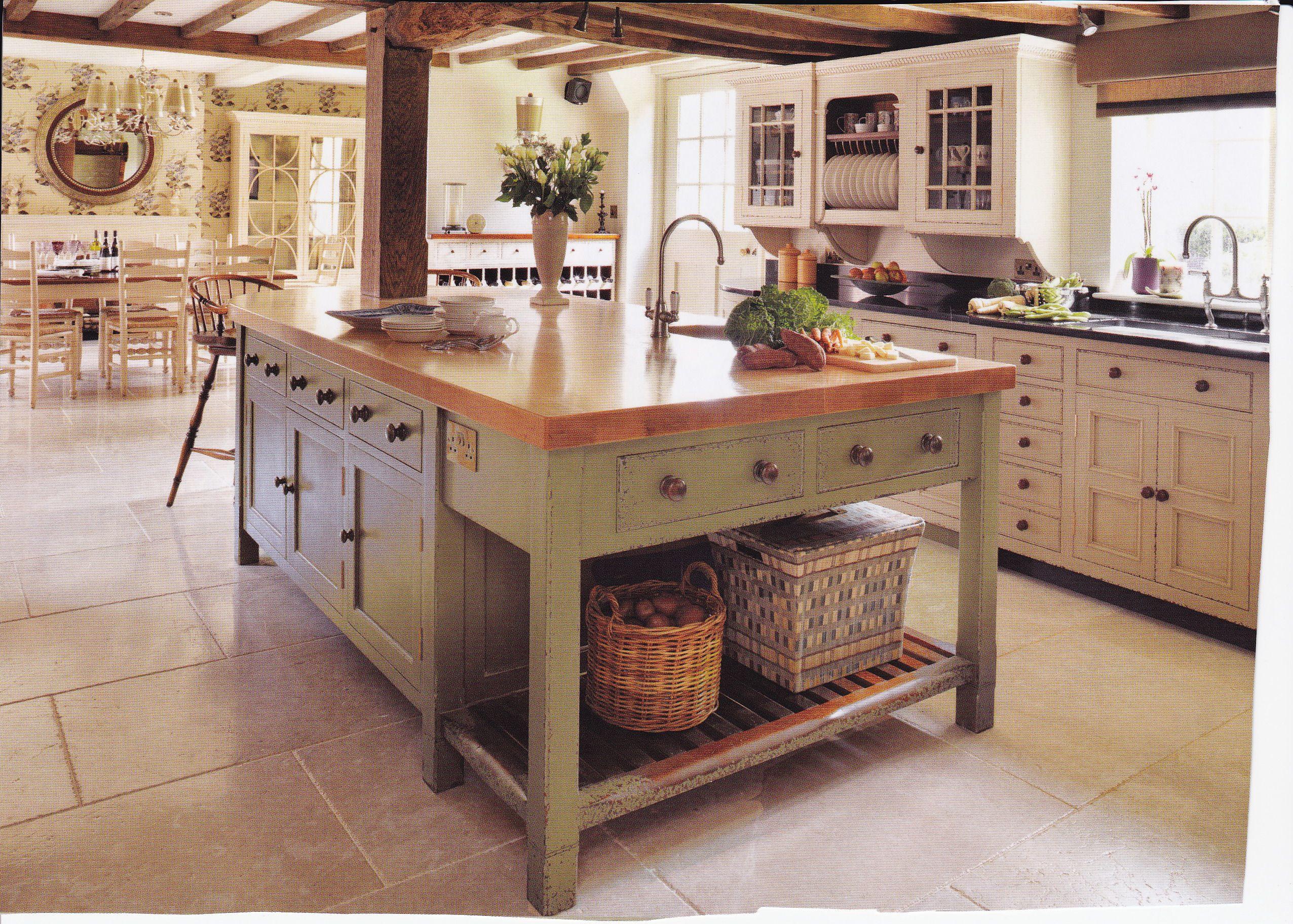küche-und-esszimmer-im-landhausstil - mit schlichter beleuchtung ...
