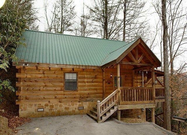 A BEARFOOT RIDGE 1 bedroom cabin in Gatlinburg Diamond