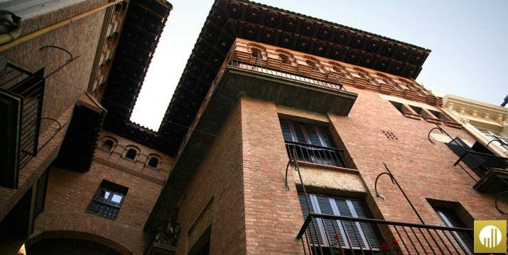 Casa natal de San Jose María Escriva de Balaguer en la plaza del mercado de Barbastro