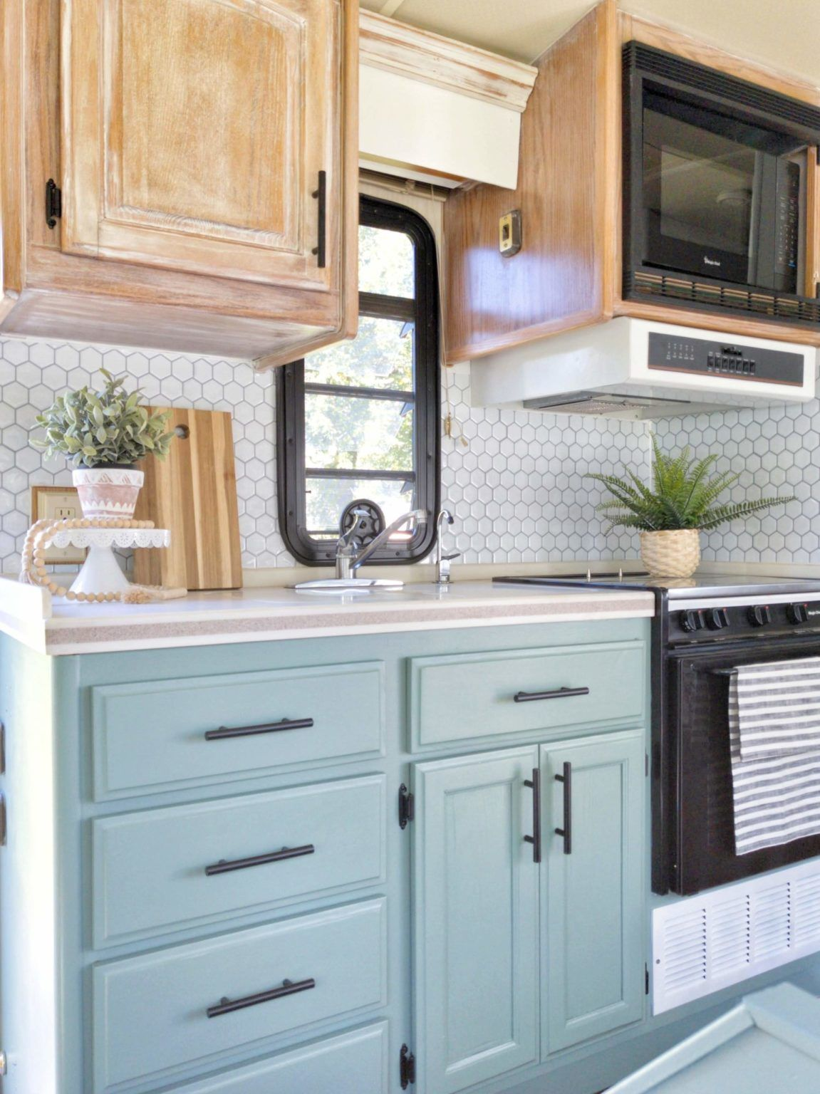 Diy Farmhouse Look Bleached And White Washed Oak Cabinets In 2020 White Washed Oak Oak Cabinets Whitewash Kitchen Cabinets