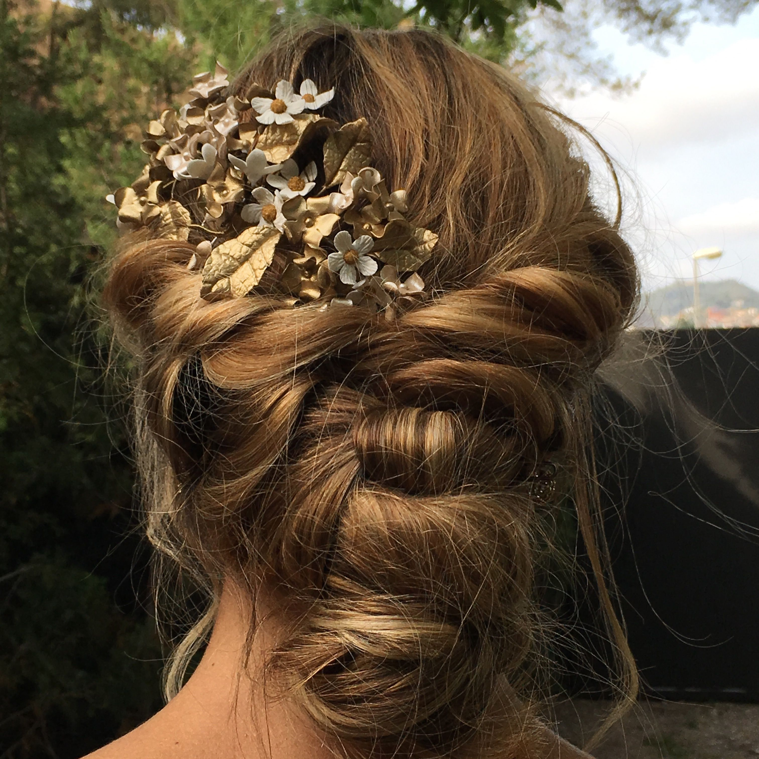 Peinados a la última  #weddingbarcelona  #weddingdress #lovelyweddings #detalles de boda #weddingphotography #weddingflowers #weddingdecorations