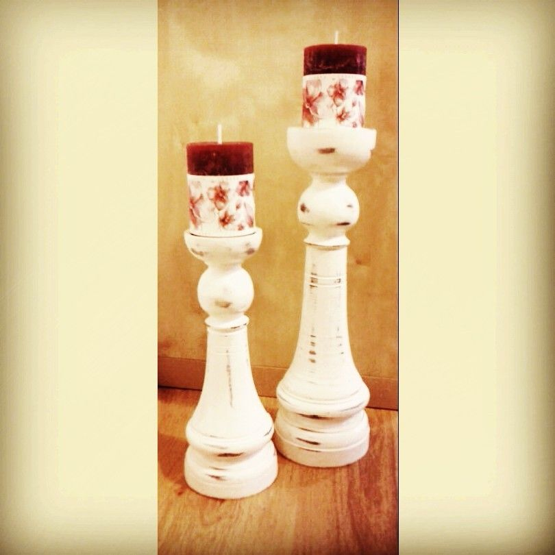 Hemos recibido estos preciosos candelabros blancos tan monísimos, y es que no necesitan más para hacer un rinconcito dulce y precioso... #esdelirio #candle #velas #candelabros
