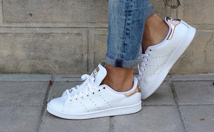sports shoes f0060 6c26a chaussures-femme-adidas-stan-smith-gloss-toute-blanche  Sneakers