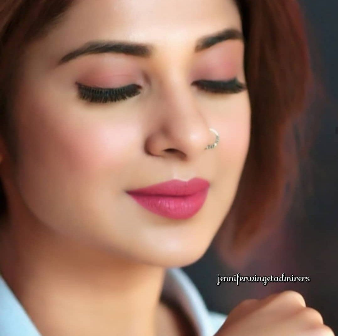 Jennifer Winget Follow Me For More Navshin Shaikh Jennifer Winget Girls With Nose Rings Simple Makeup Looks