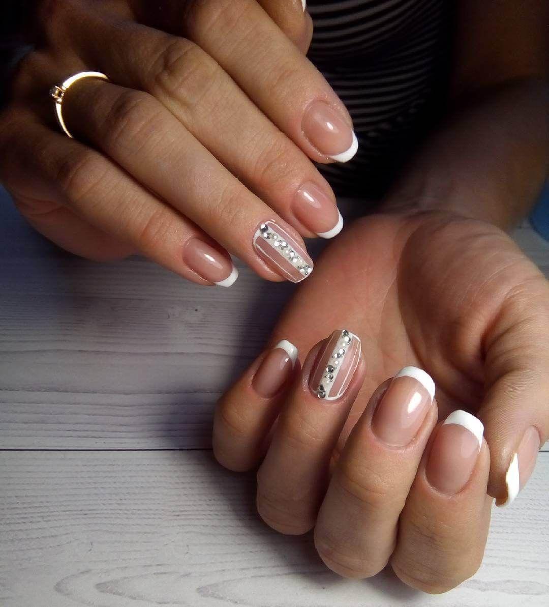 diseño de uñas para boda con accesorios perla