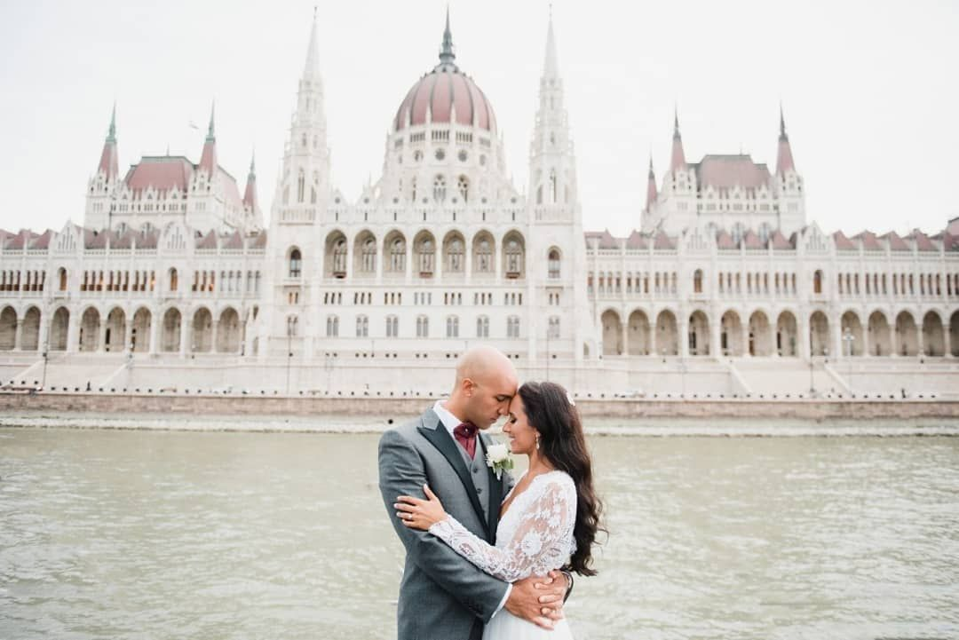 """Photo of 💞 """"Jag längtade efter ett bröllop som skulle passa in i en saga, och Budapest blev det perfekta …"""