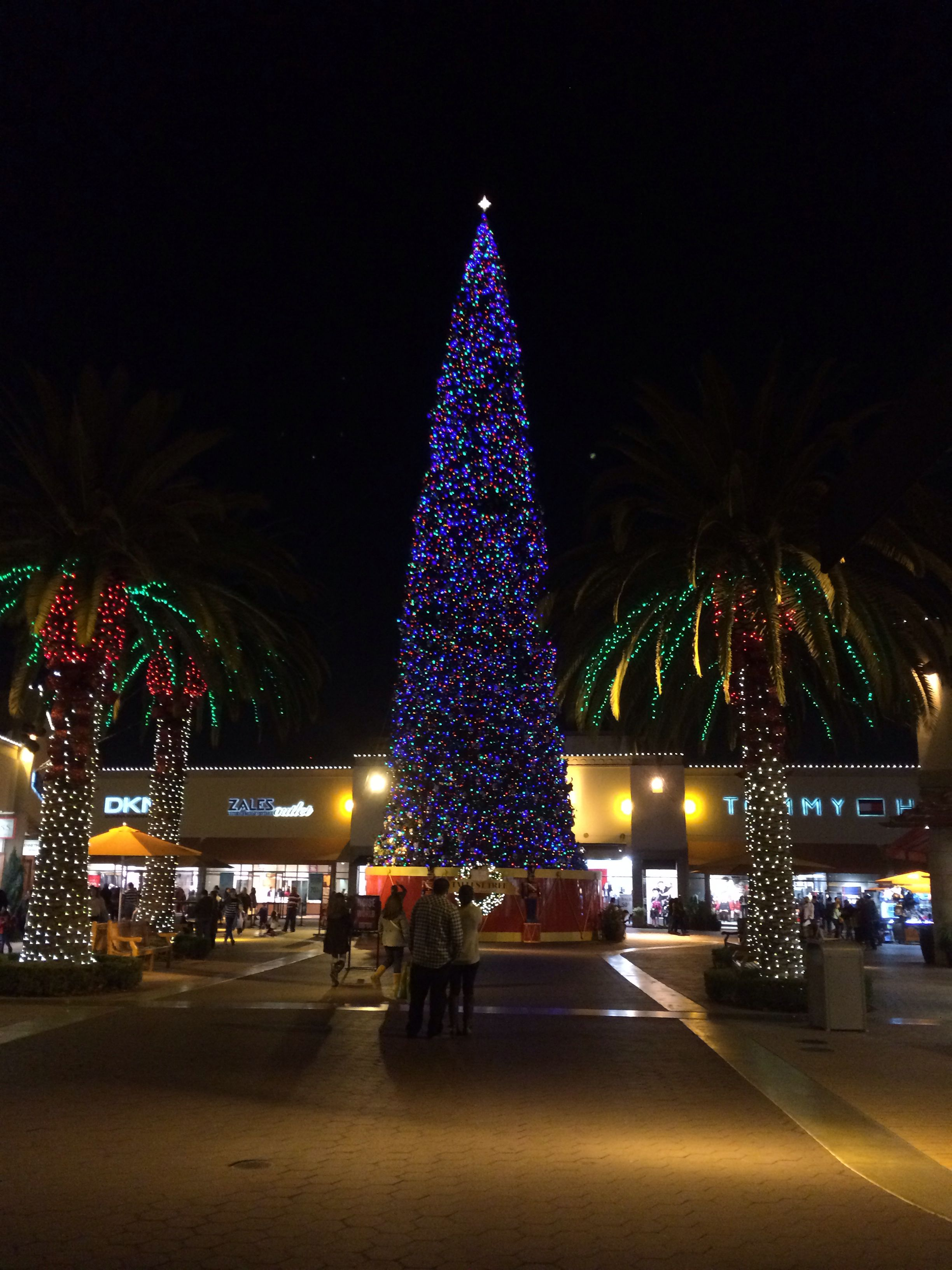 worlds tallest christmas tree citadel outlets las choice for outlet shopping - Worlds Tallest Christmas Tree